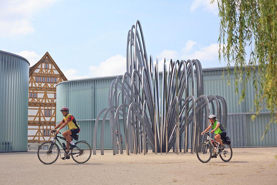 Radfahrer an der Galerie Stihl Waiblingen