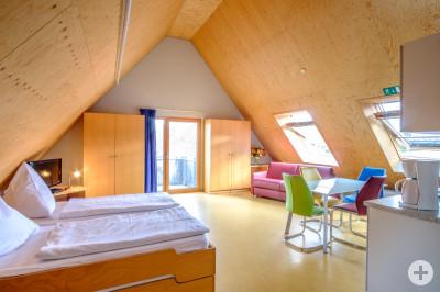 Gästehaus Insel - Fereienwohnung - Sofa _ Balkon